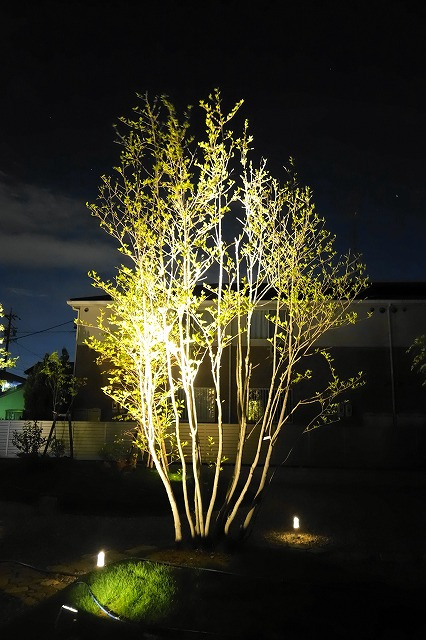 里山空間のくつろぎスペース デザイナーズガーデン ラウレア 岐阜県 個人邸 Spectacular garden lighting by lighting professionals. Enjoy a dramatic, romantic, even mysterious scene comparing to a day time.