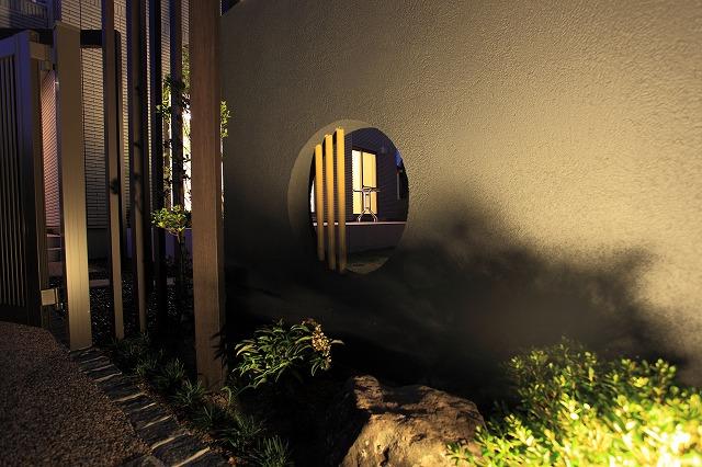 幻想的な和のライティング ハンワホームズ株式会社 大阪府N様邸 Spectacular garden lighting by lighting professionals. Enjoy a dramatic, romantic, even mysterious scene comparing to a day time.