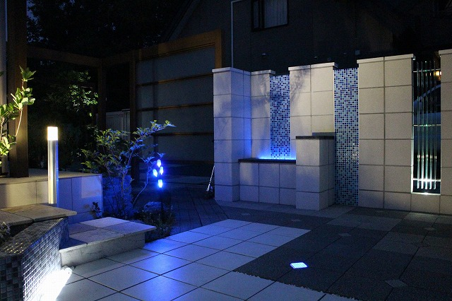 ライティングが迎えてくれるお庭 株式会社森造園 北海道M様邸 Spectacular garden lighting by lighting professionals. Enjoy a dramatic, romantic, even mysterious scene comparing to a day time.
