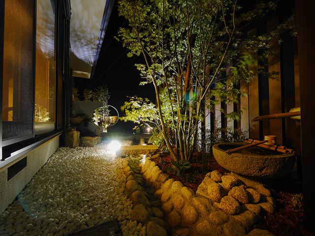 ライティングにこだわったアプローチ&プライベート空間 ㈱ひまわりライフ® 兵庫県 Y様邸 Spectacular garden lighting by lighting professionals. Enjoy a dramatic, romantic, even mysterious scene comparing to a day time.