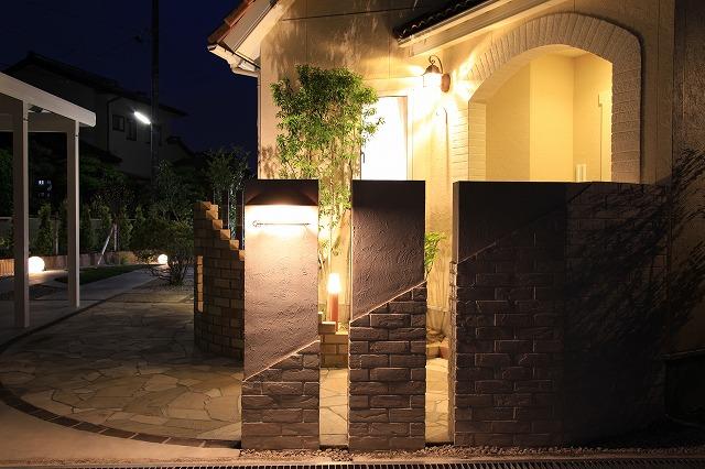 多種多様な光が集う家 エクステリア&ガーデン ZAT 富山県O様邸 Spectacular garden lighting by lighting professionals. Enjoy a dramatic, romantic, even mysterious scene comparing to a day time.