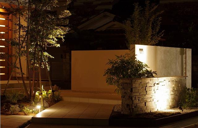 シャドーライティング エクステリア&ガーデン ZAT 富山県A様邸 Spectacular garden lighting by lighting professionals. Enjoy a dramatic, romantic, even mysterious scene comparing to a day time.