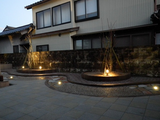 夜のライティングガーデン 株式会社砂土居造園 富山県N様邸 Spectacular garden lighting by lighting professionals. Enjoy a dramatic, romantic, even mysterious scene comparing to a day time.
