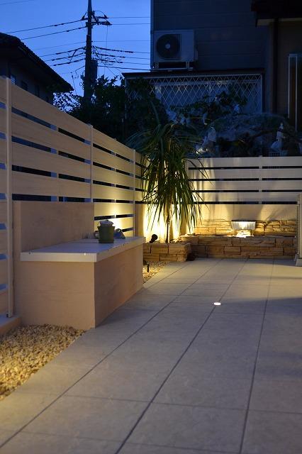 リゾート風ウォーターガーデン 株式会社双美 埼玉県O様邸 Spectacular garden lighting by lighting professionals. Enjoy a dramatic, romantic, even mysterious scene comparing to a day time.