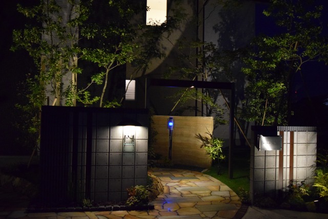スタイリッシュモダン 上野庭園 熊本県Y様邸 Spectacular garden lighting by lighting professionals. Enjoy a dramatic, romantic, even mysterious scene comparing to a day time.