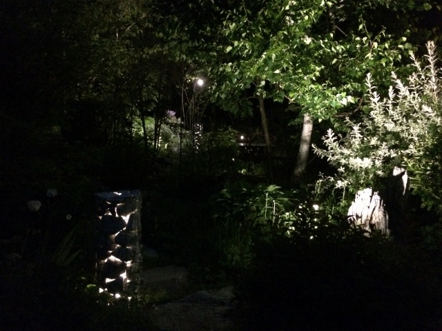杜の灯り 平間造園株式会社 北海道H様邸 Spectacular garden lighting by lighting professionals. Enjoy a dramatic, romantic, even mysterious scene comparing to a day time.