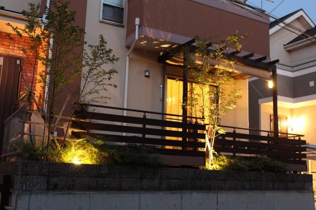 ライティングで魅せる第二のリビング 株式会社ボックスウッド 千葉県F様邸 Spectacular garden lighting by lighting professionals. Enjoy a dramatic, romantic, even mysterious scene comparing to a day time.