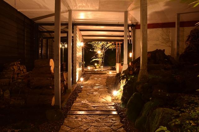 ぬくもりとおもてなしの心を再現したライティング ㈲ソーケンサービス/マイ・パティオ 静岡県 ペンション Spectacular garden lighting by lighting professionals. Enjoy a dramatic, romantic, even mysterious scene comparing to a day time.