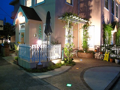 光の導線を華やかに演出 Rise Exterior 東京都 洋菓子店様 Spectacular garden lighting by lighting professionals. Enjoy a dramatic, romantic, even mysterious scene comparing to a day time.
